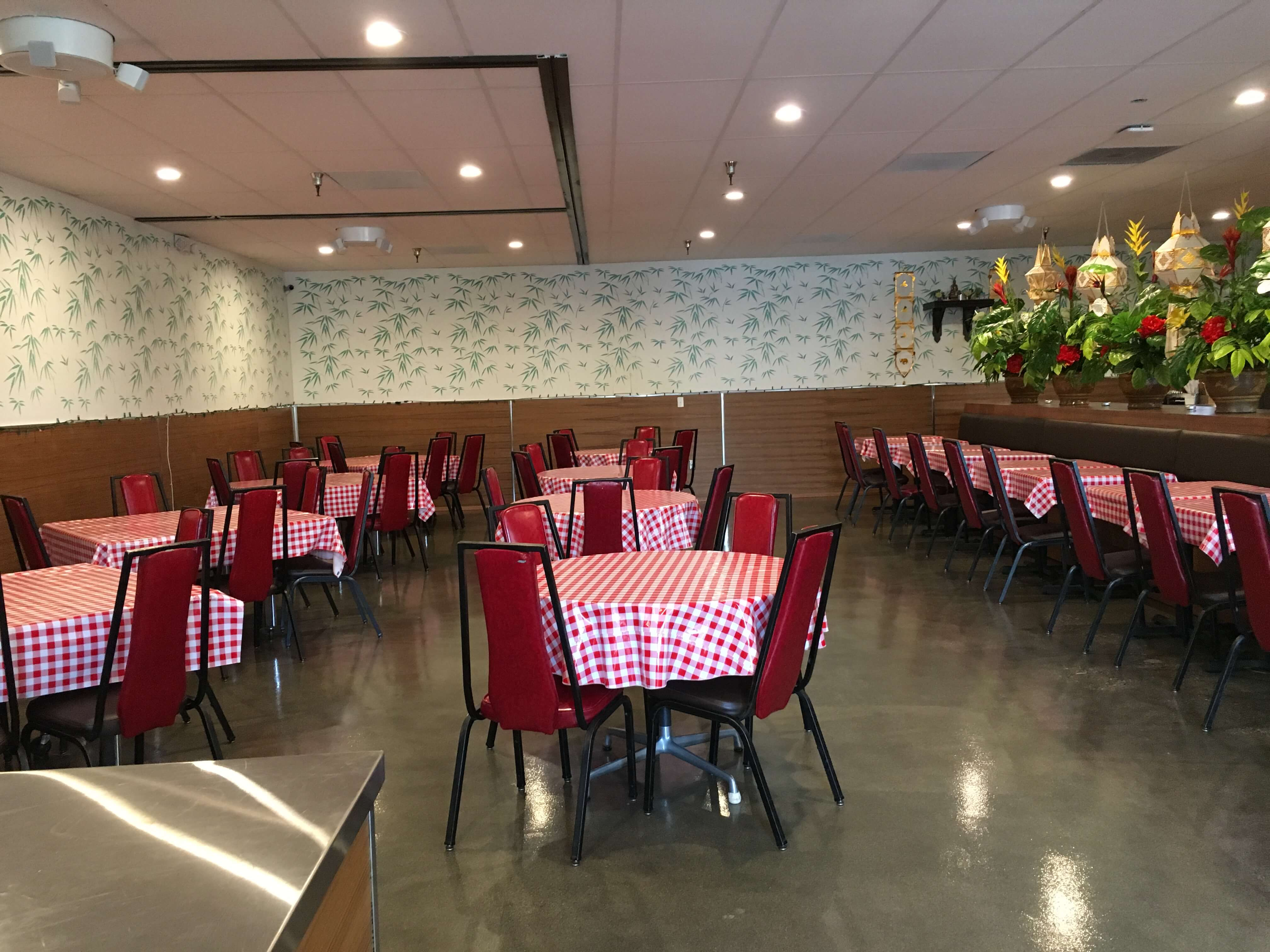 Upstairs dining area with plenty of room for groups of varying sizes.
